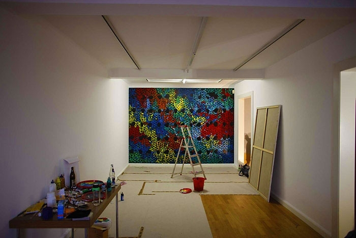 »the things behind the sun«  acryl/wand  275cm x 347cm  2008