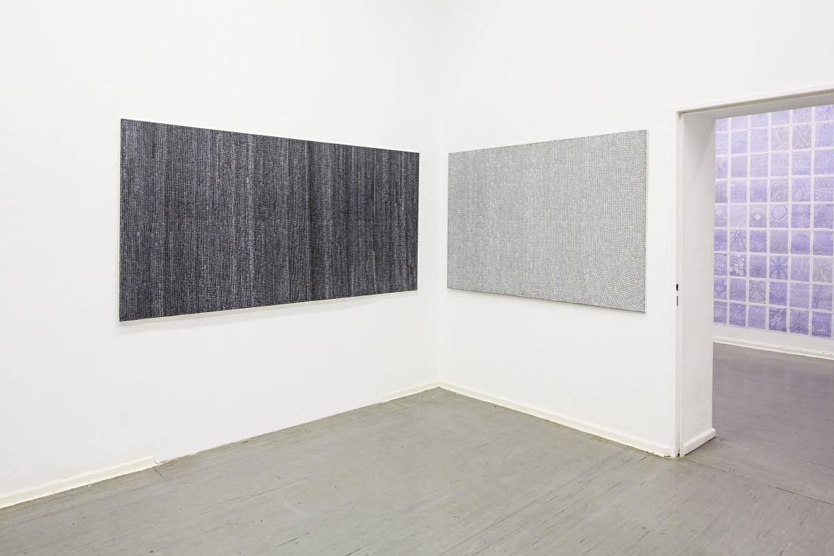 »Nr 1 und Nr 2 Perlmutt« acryl/Leinwand 120 x 240cm + 120 x 160cm Rechts: arbeit von Marco Goldenstein