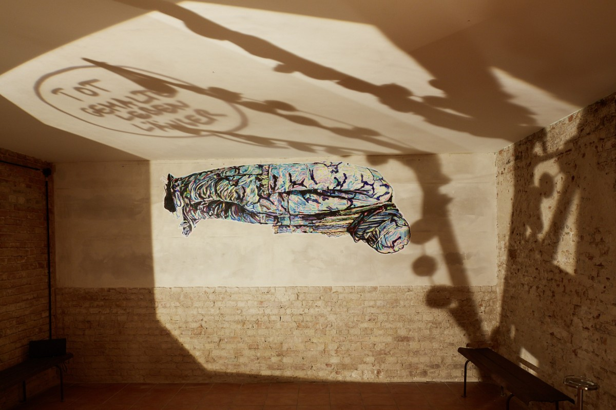 »Tot gemalte leben länger« 285cm x 130cm Acryl/Papier, gekleistert 2018
